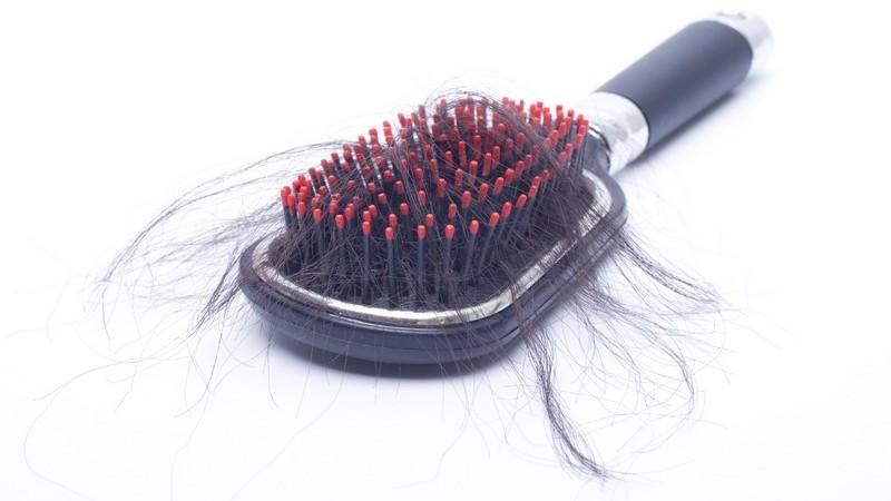 كيف تعالج تساقط الشعر عند النساء