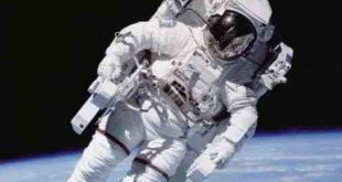 بحث عن كيفية قيام رواد الفضاء بمهامهم