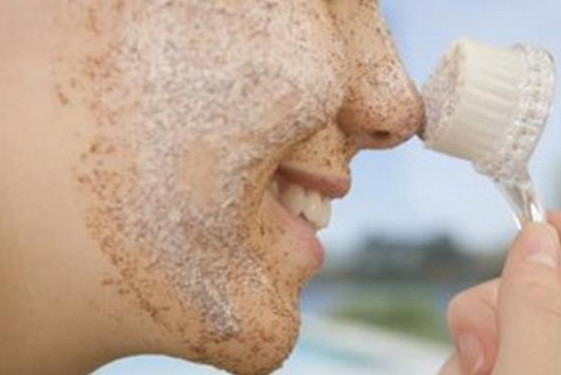 طريقة استخدام مقشر الوجه