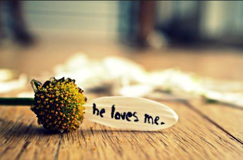 كيف تعرف ان هناك شخص يحبك