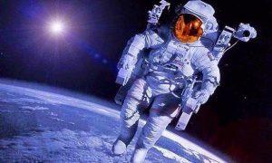 كيف يقوم رواد الفضاء بمهامهم ومنها العمل بالادوات والاكل في ظل انعدام الوزن