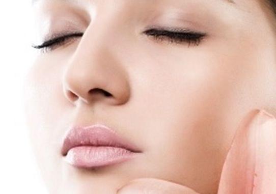 خلطات طبيعية لتشقير الوجه