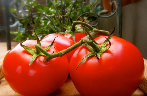 ما هي فوائد الطماطم للوجه