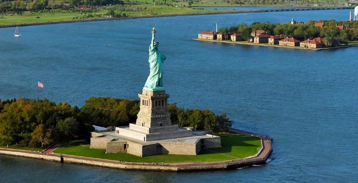 السياحة في نيويورك - تمثال الحريةStatue of Liberty