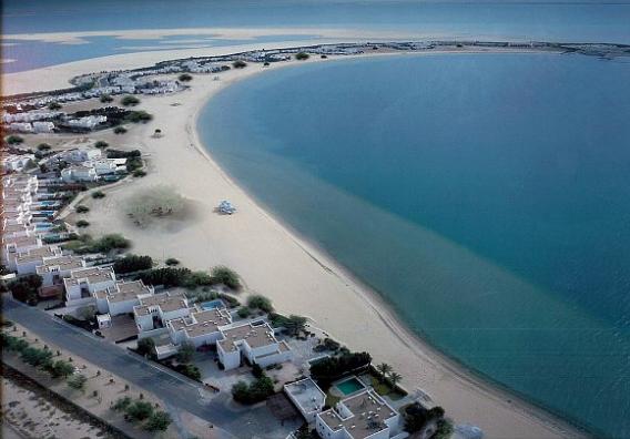 شاطئ نصف القمر - السياحة في السعودية بالصور