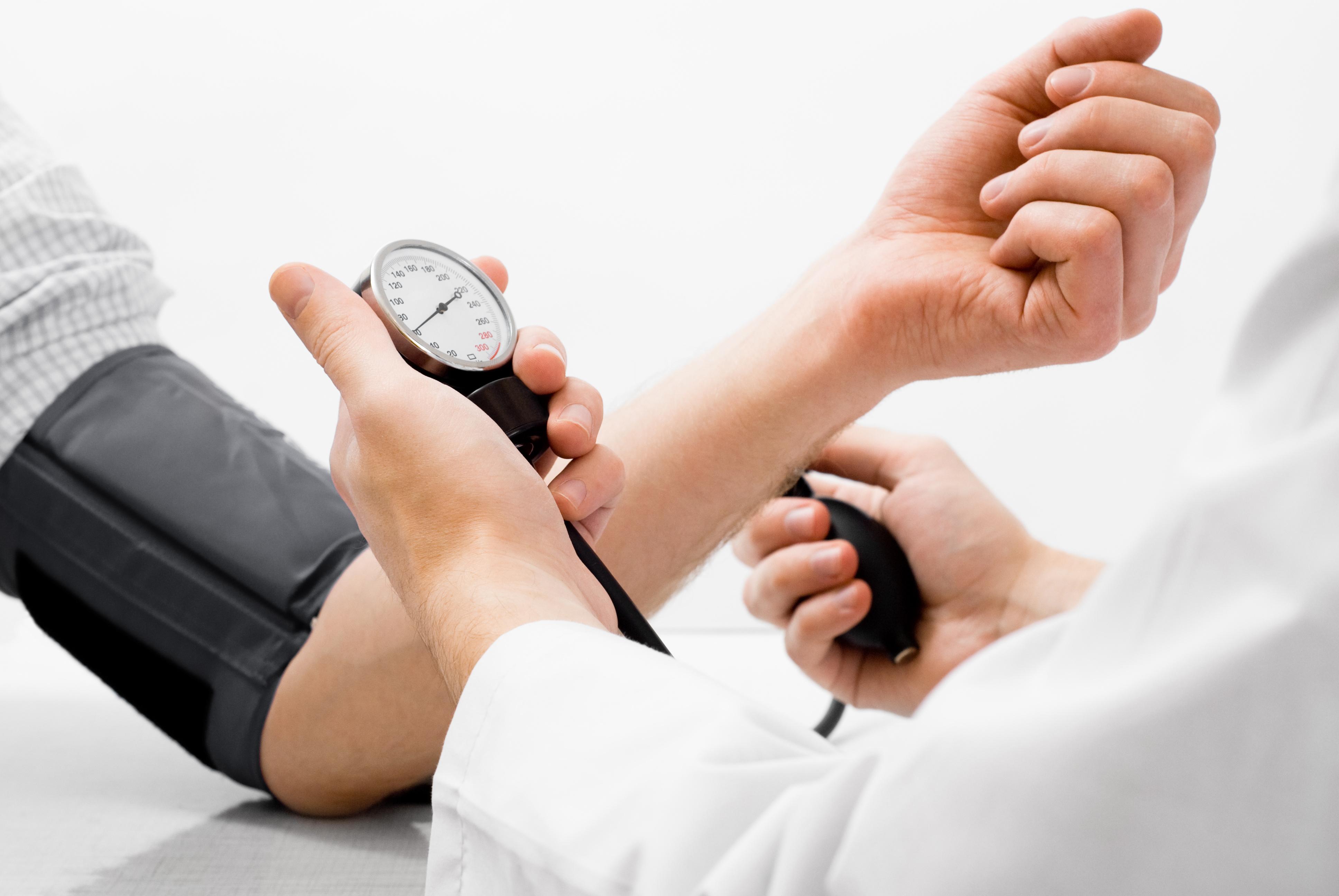 علاج ضغط الدم المرتفع بالأعشاب